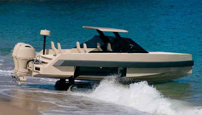 В Iguana Yachts создан катер-амфибия на гусеничном ходу | фото