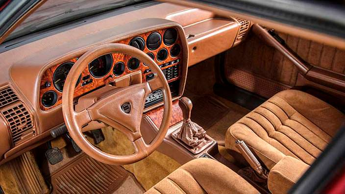 Кожаный салон Lancia Thema 8.32 Series 1