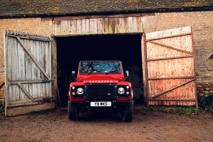 Старый Land Rover Defender Works V8 в честь 70-летия компании
