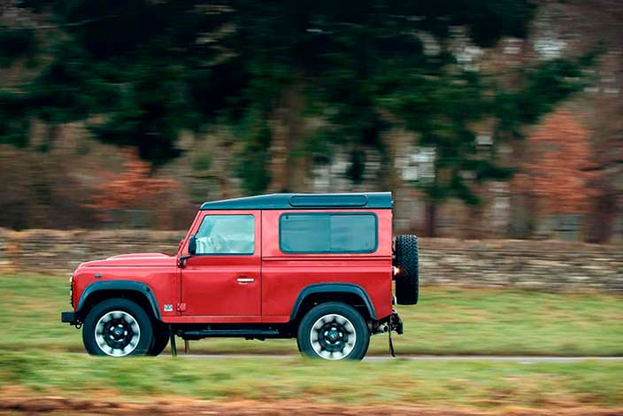 Land Rover Defender Works V8 в честь 70-летия компании