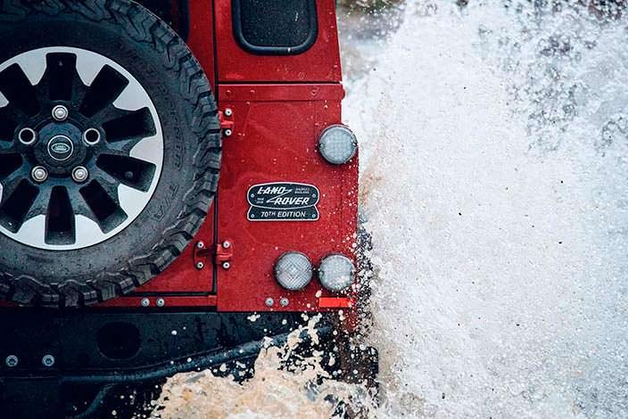 Land Rover Defender Works V8 в честь 70-летнего юбилея компании