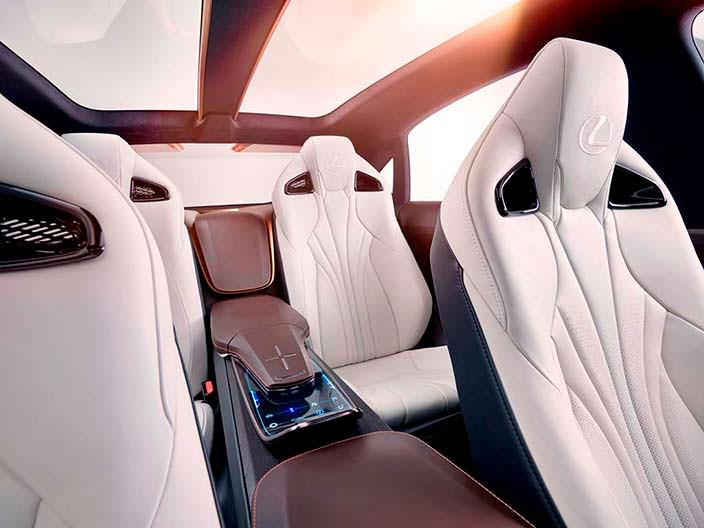Четырехместный салон Lexus LF-1 Limitless 2018