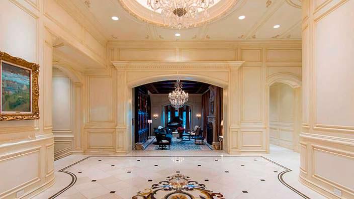 Гигантский дом миллиардера Томаса Тулла внутри