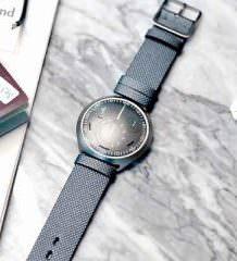 В Ressence создали механические часы с цифровым управлением