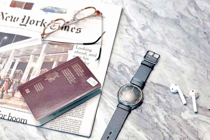 Механические часы с цифровым управлением Ressence Type 2 e-Crown