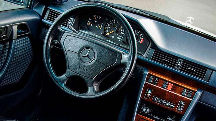 Салон Mercedes 500E