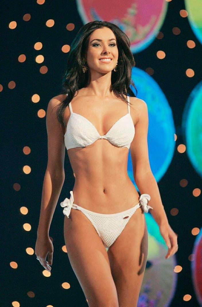 Фото | Мисс Вселенная 2005 в купальнике