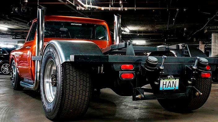 Задние колёса 455/50 R22.5 пикапа Chevrolet C-10 1967 года