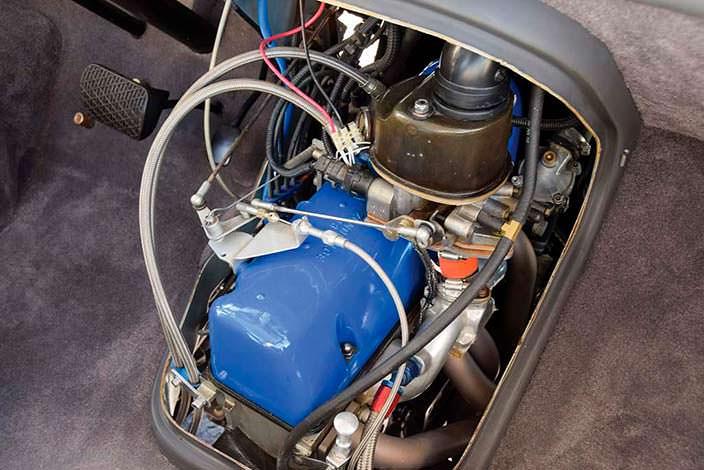 Доступ к двигателю из салона в Mercedes-Benz O 319