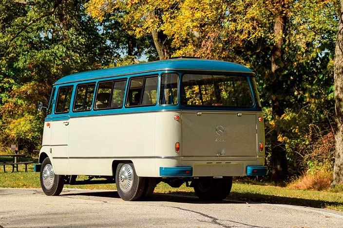 Ретро-микроавтобус Mercedes-Benz O 319