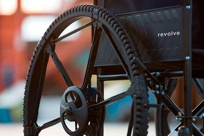 Складное колесо Revolve совместимо с инвалидными колясками