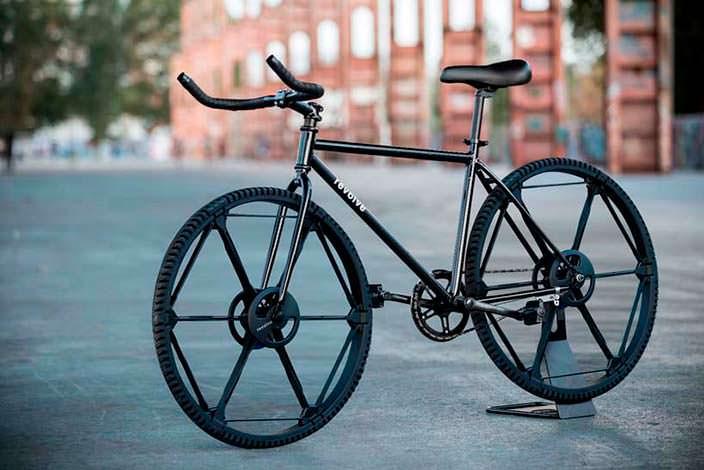 Складное колесо Revolve совместимо с велосипедами