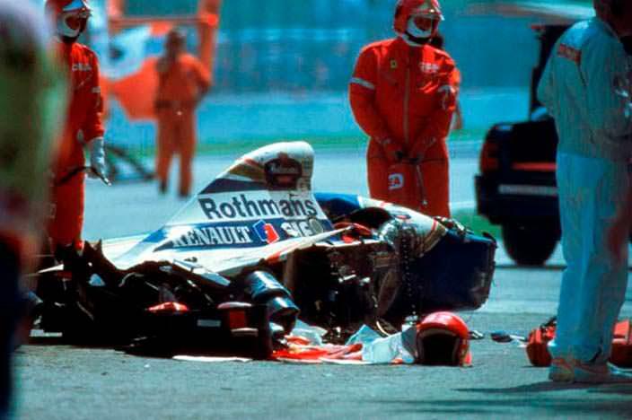 Разбитый болид Williams FW16 Айртона Сенны. 1 мая 1994 года