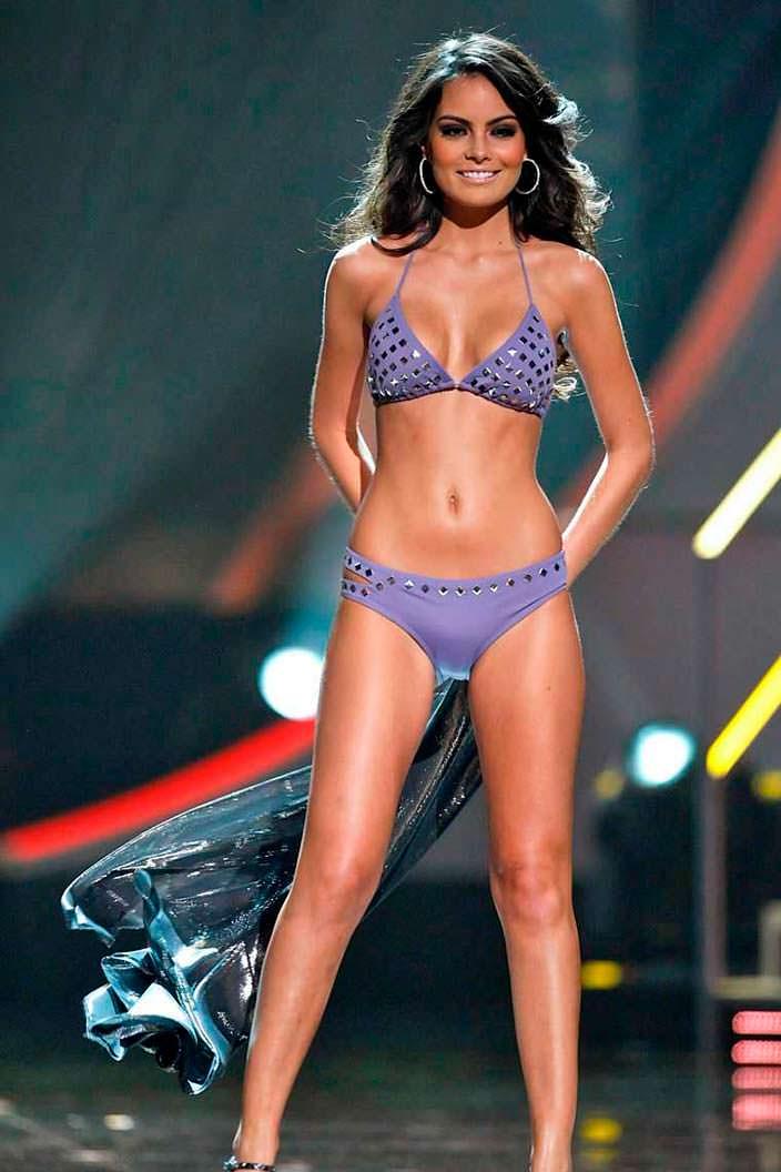 Фото | Мисс Вселенная 2010 в купальнике