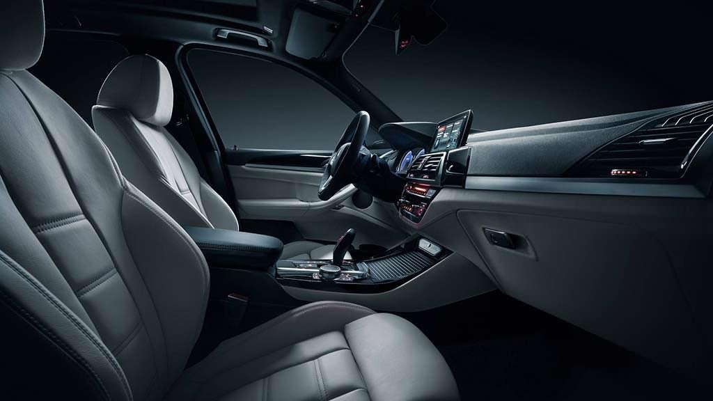 Кожаные сиденья в BMW Alpina XD3 2018