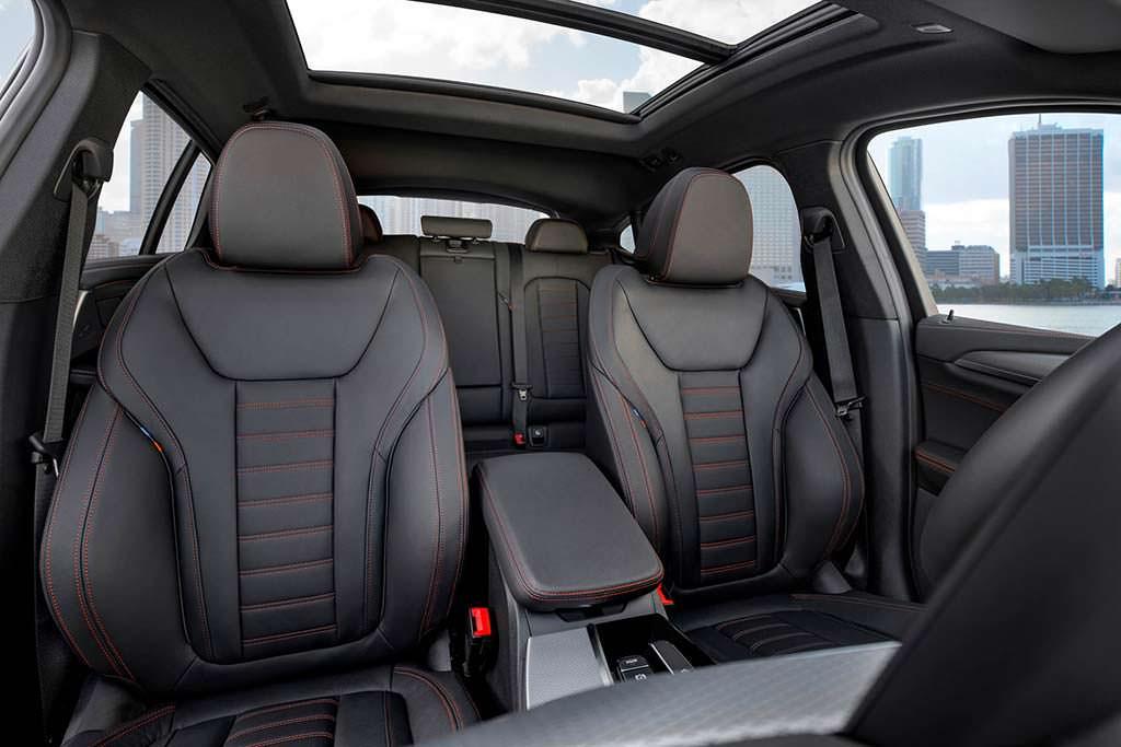 Фото внутри BMW X4 второго поколения