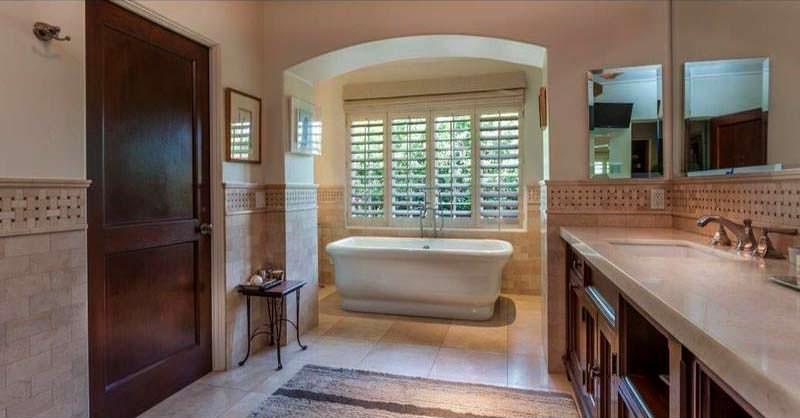 Одна из семи ванных комнат в доме Чарли Шина