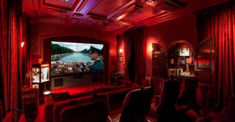 Домашний кинозал у Чарли Шина