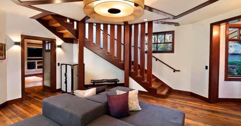 Деревянная лестница в дизайне интерьера