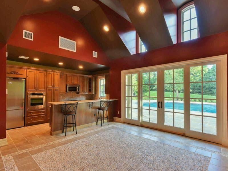 Домик с кухней у бассейна