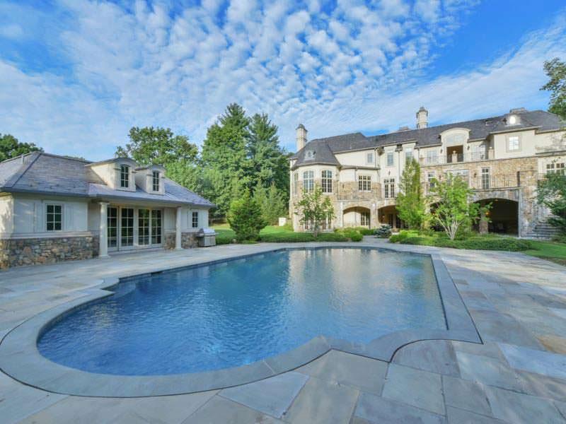 Трехэтажный дом с бассейном певицы Мэри Джей Блайдж