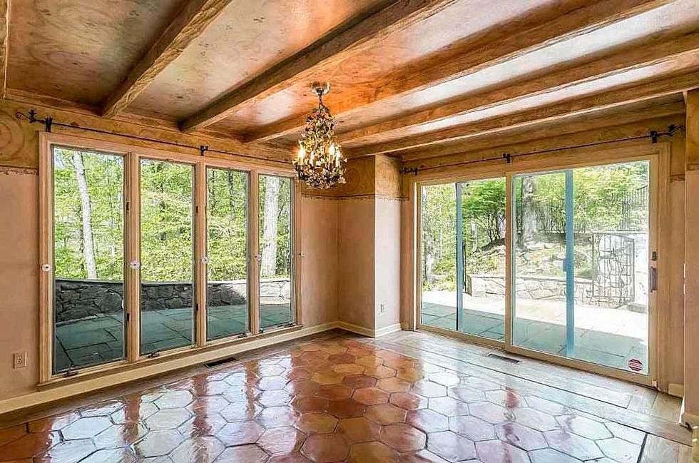Солнечная комната с раздвижными дверьми