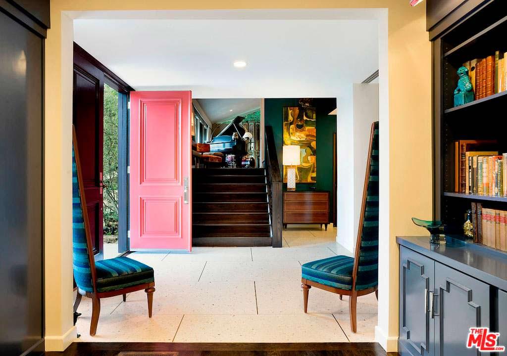 Дизайн прихожей в доме Тери Хэтчер