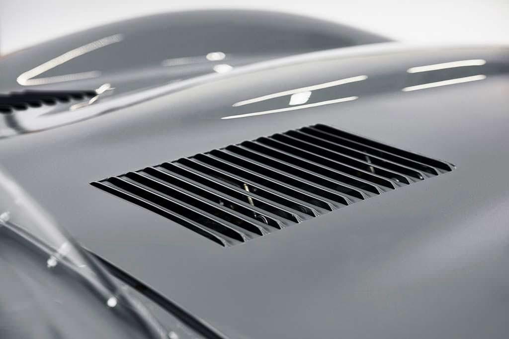Вентилируемая крышка двигателя Jaguar D-Type