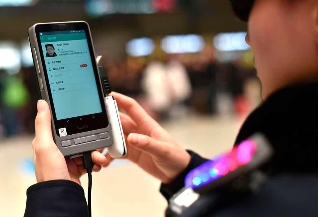 Смартфон с базой данных злоумышленников