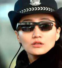Китайские полицейские получили очки с распознаванием лиц