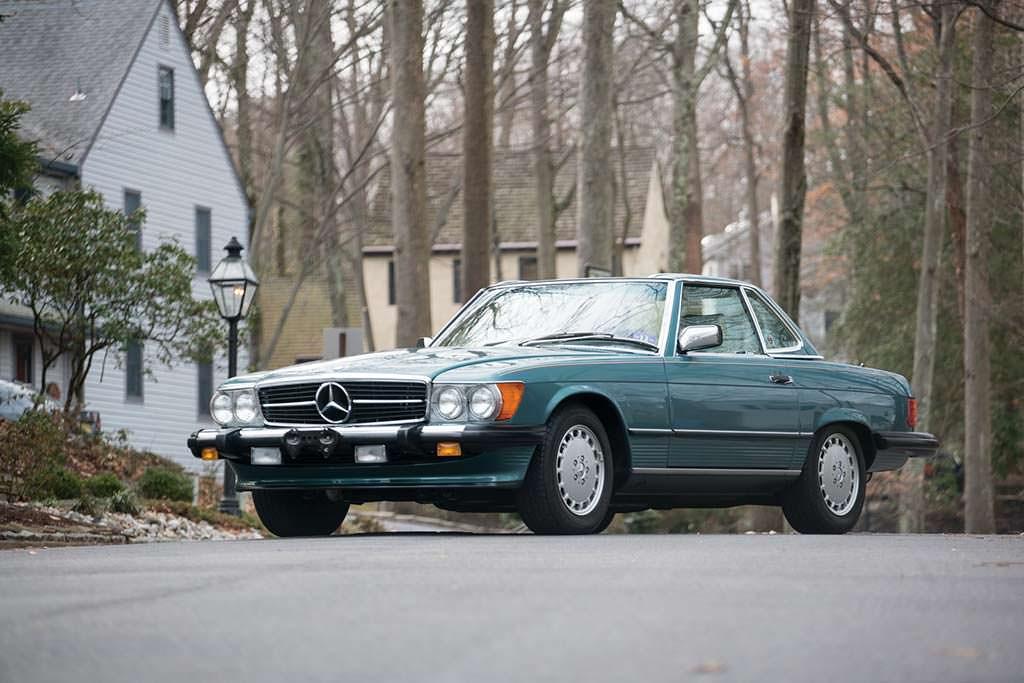 Mercedes 560 SL 1988 года выпуска почти без пробега