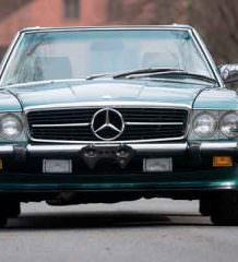 Mercedes 560 SL 1988 г почти без пробега уйдет с молотка | фото