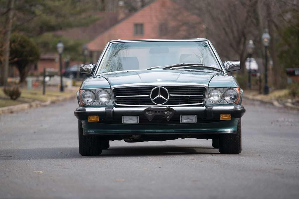 Mercedes-Benz 560 SL 1988 года в идеальном состоянии