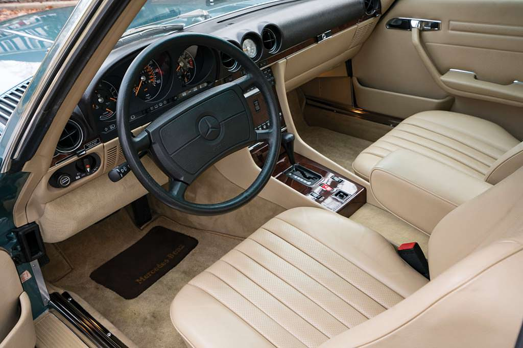 Фото салона Mercedes-Benz 560 SL 1988 года выпуска