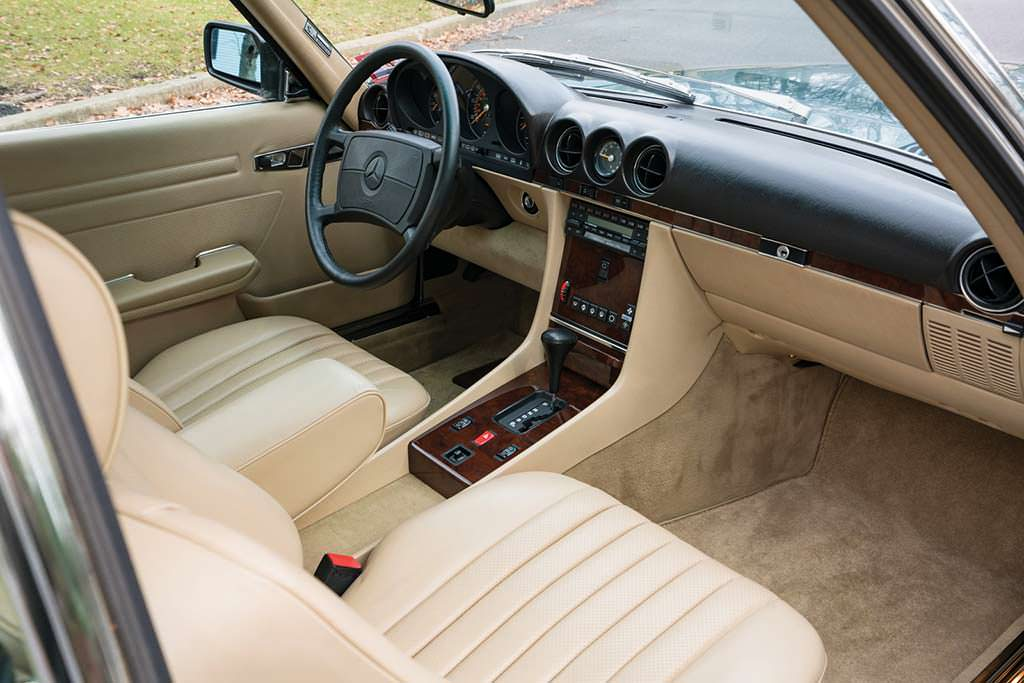 Фото внутри Mercedes-Benz 560 SL 1988 года выпуска