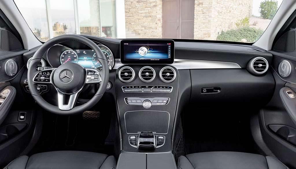 Фото салона Mercedes-Benz C-Class 2019 года