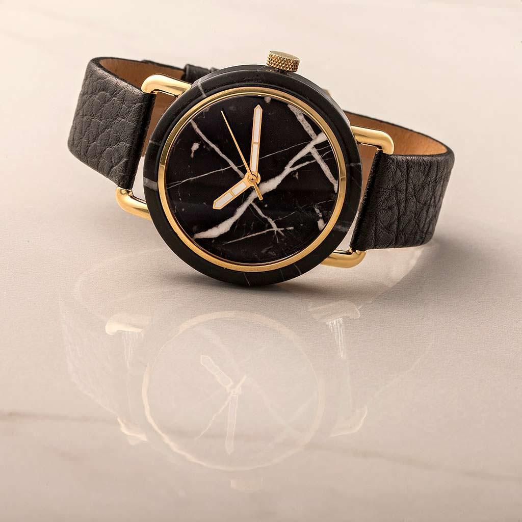 Наручные часы из черного мрамора от MRBL