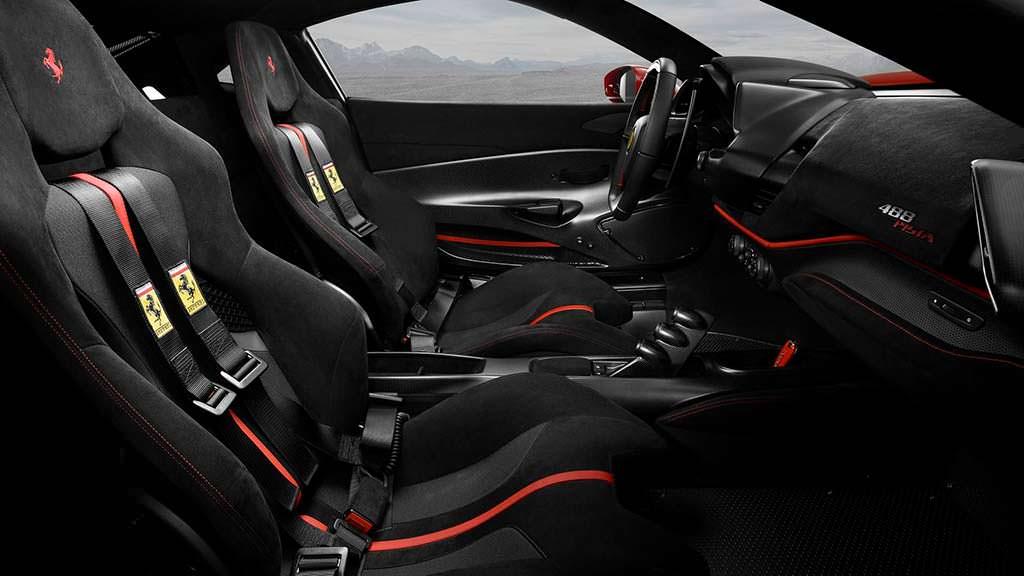 Фото салона Ferrari 488 Pista