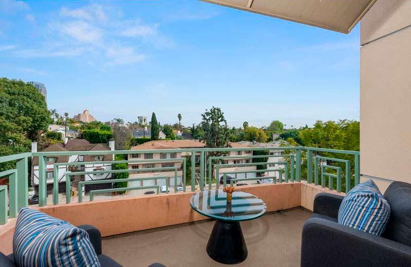 Балкон пентхауса с видом на Лос-Анджелес
