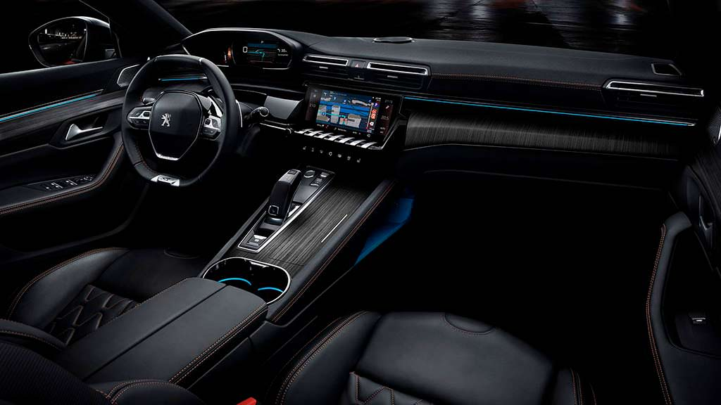 Фото внутри Peugeot 508 нового поколения