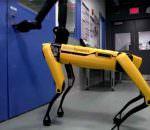 Робопес SpotMini от Boston Dynamics научился открывать двери