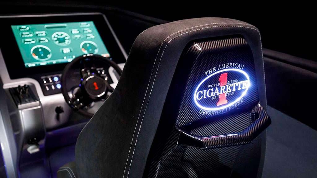 Кокпит катера Cigarette Racing 515 Project One
