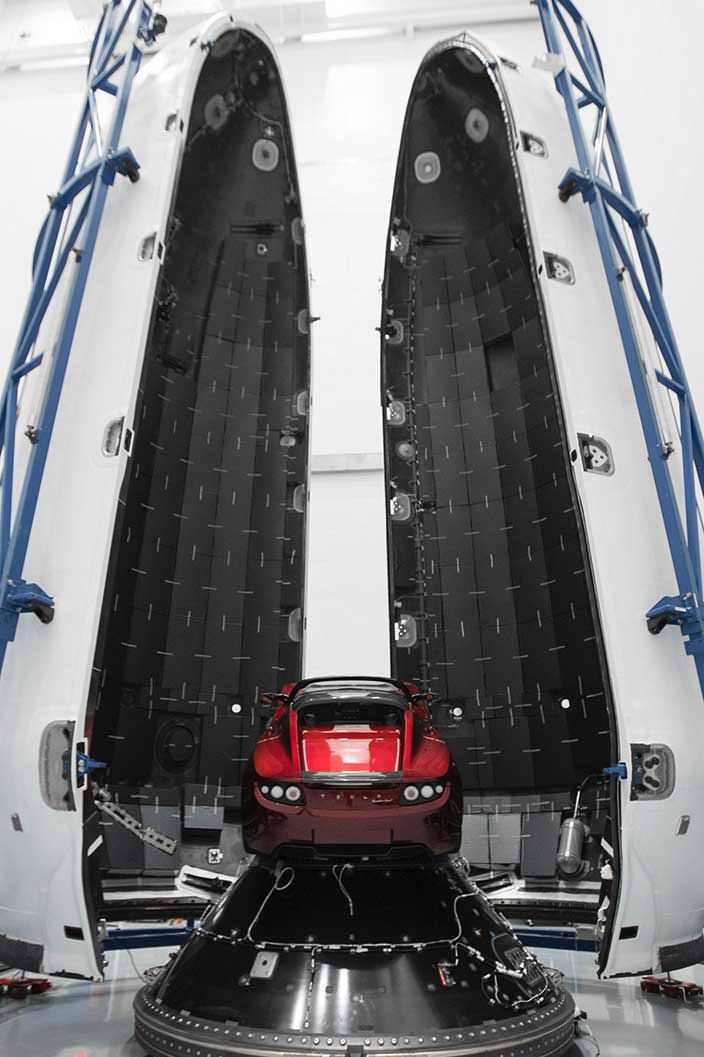 Tesla Roadster улетел к Марсу на ракете Falcon Heavy