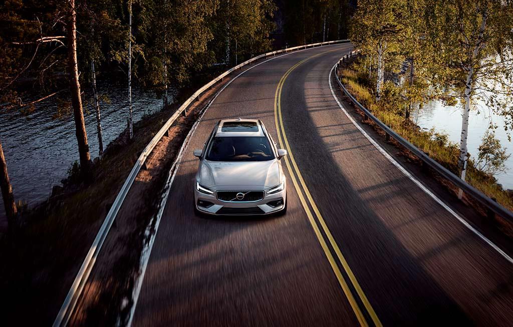 Премиум-универсал Volvo V60 нового поколения