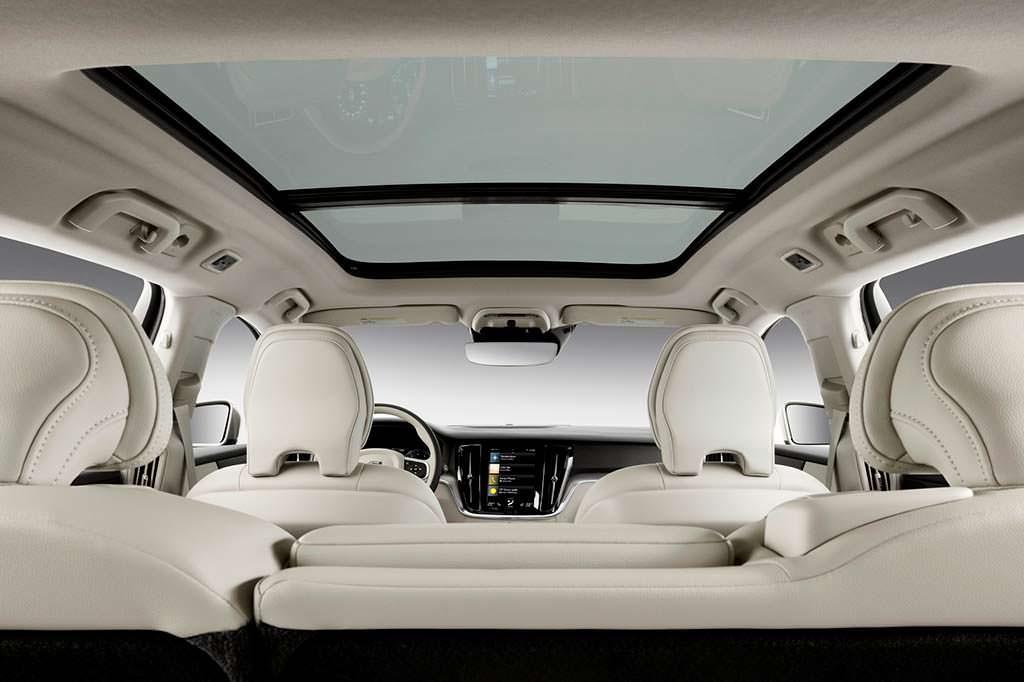 Панорамная крыша Volvo V60 нового поколения