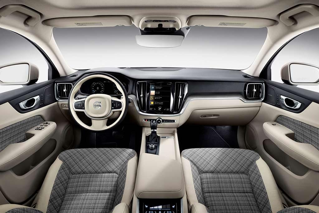 Интерьер Volvo V60 нового поколения