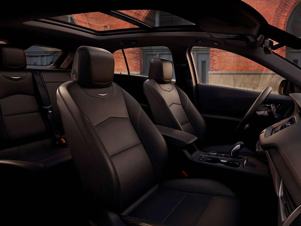 Фото салона Cadillac XT4