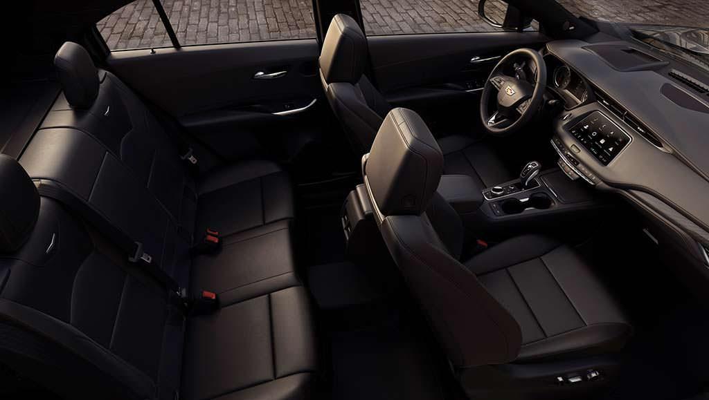 Фото внутри Cadillac XT4