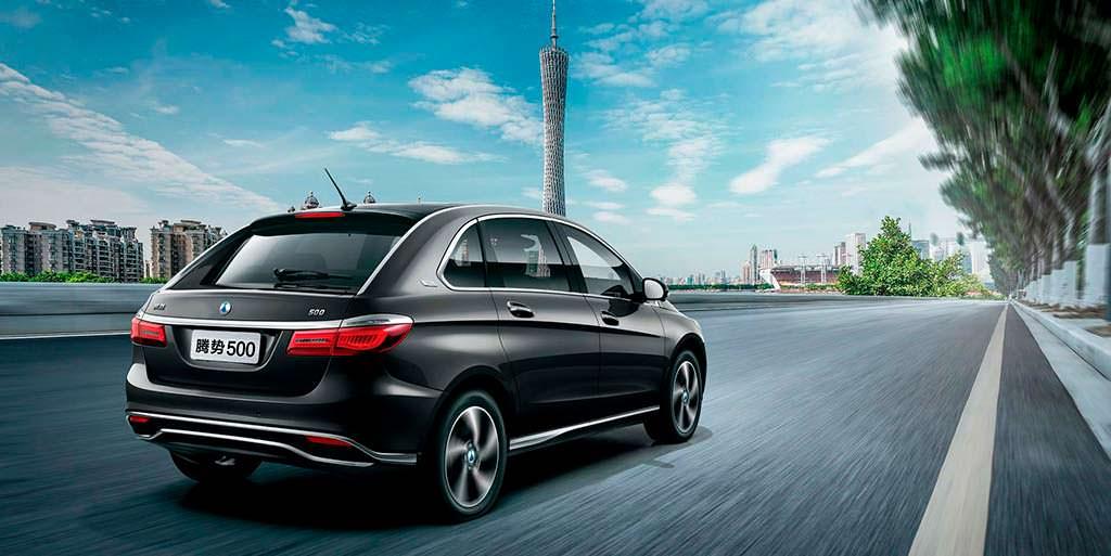 Китайский электромобиль Denza 500