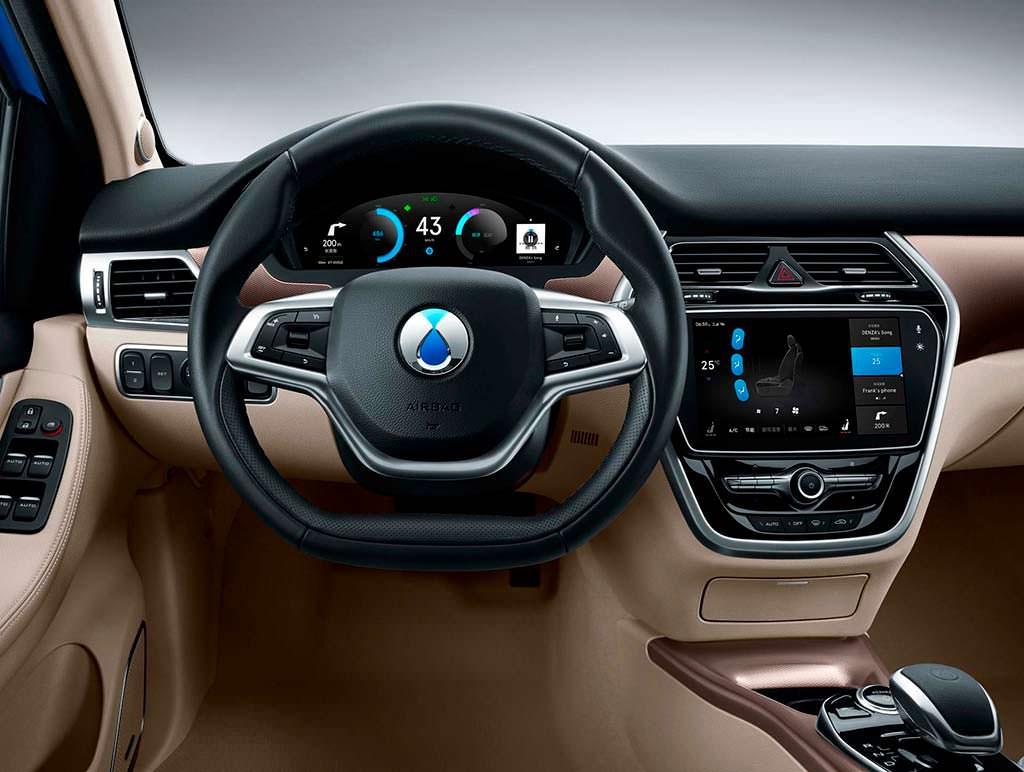 Фото салона электромобиля Denza 500 от Daimler и BYD